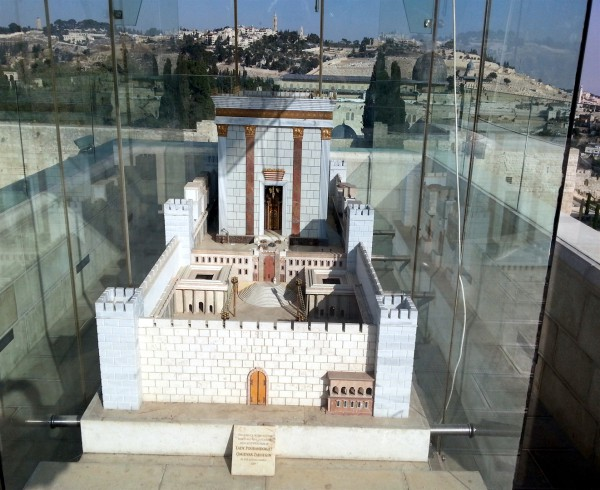 Models of the Temple and Vessels_2