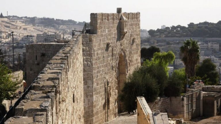 The Southern Ramparts Walk_1