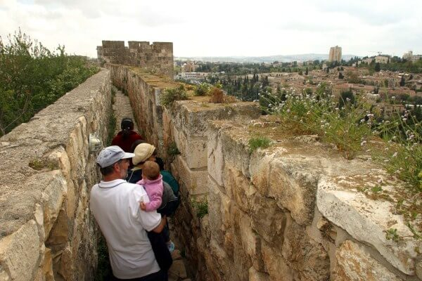 The Southern Ramparts Walk_3